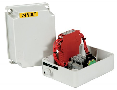 Switch box for terminated opening of safety guards